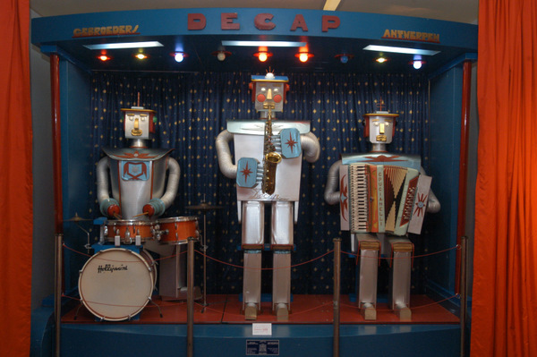 Оркестр безголовых роботов (Бельгия, 1957 г.)